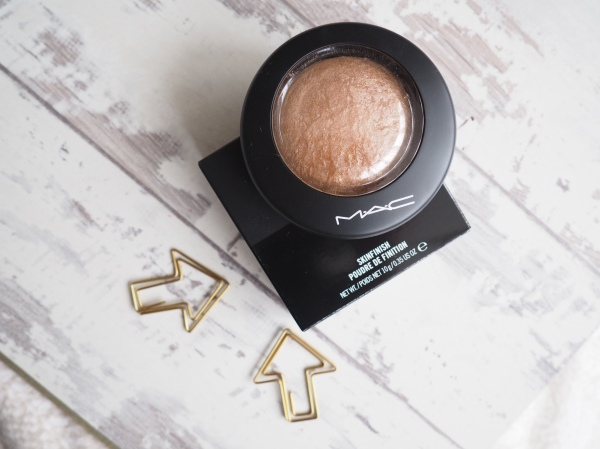 MAC Mineralize Skin Finish in Global Glow