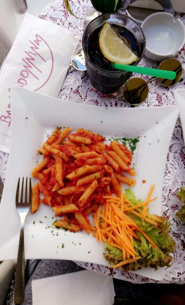 italy-lunch-arrabiata-pasta
